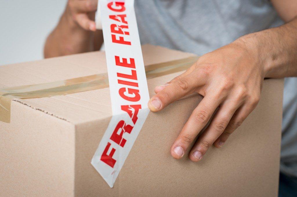 Fragile souvenir