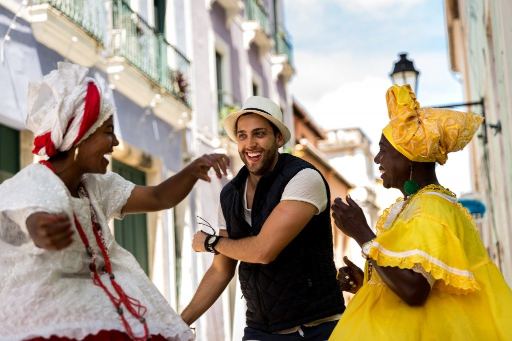 man with brazilian women in traditional clothing