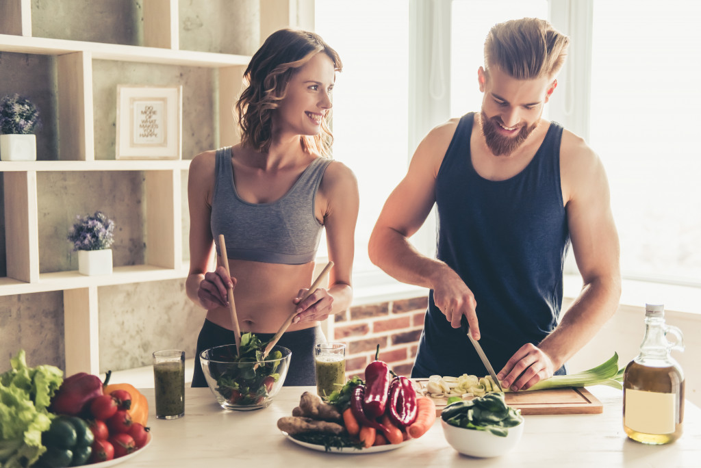 fit couple cooking